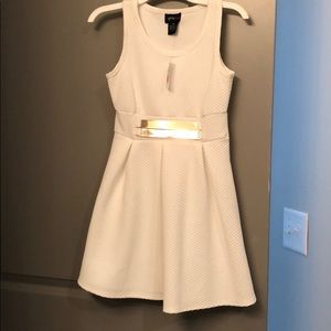 Other - All white dress with gold accessory